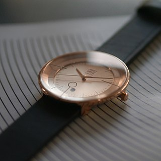 FLOATING 3829 Light Can Aesthetic Watch - Rose Gold