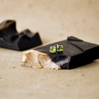 Handmade Peridot with sterling silver Stud Earring, Birth stone for August