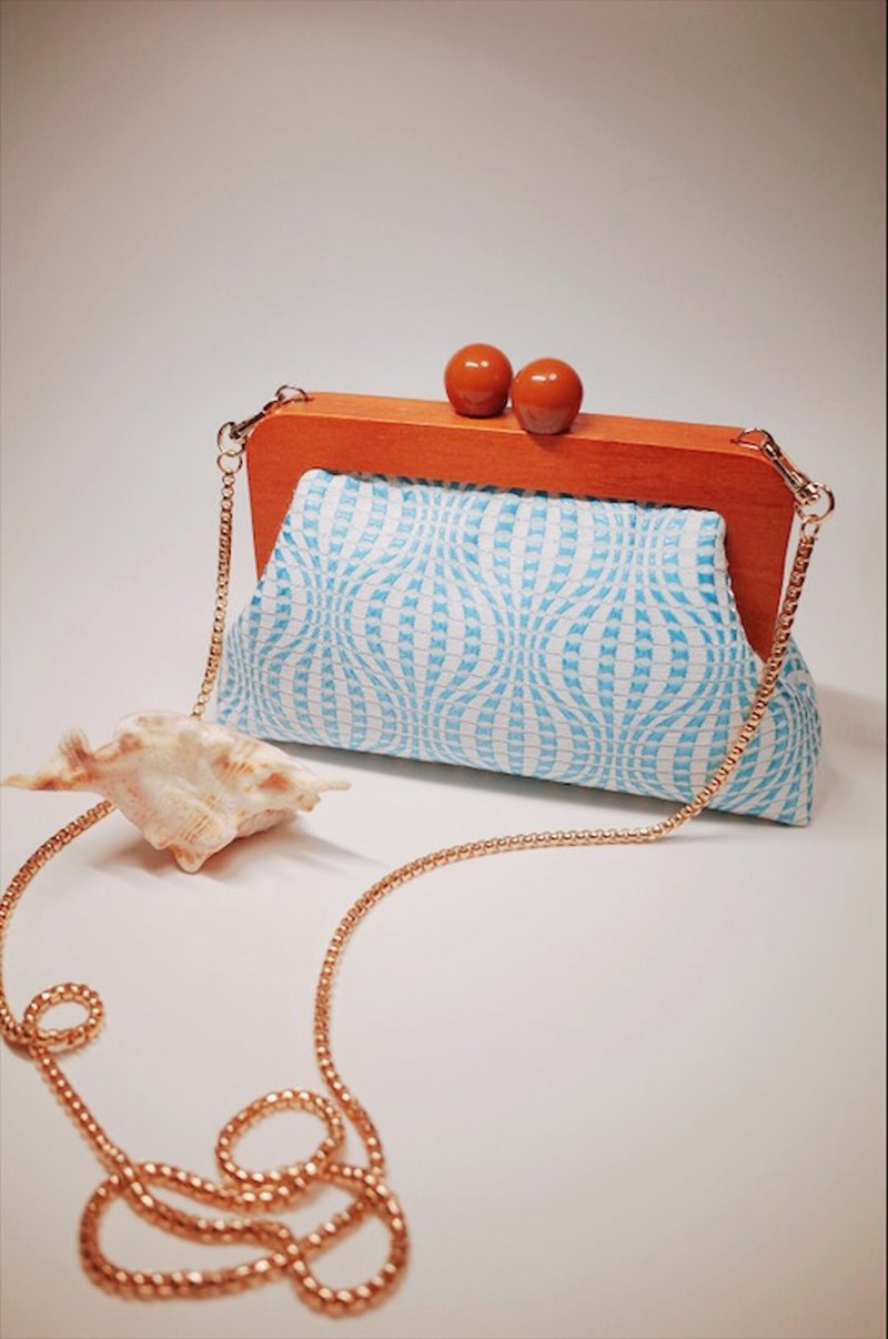 joy. Sky blue corrugated wooden mouth gold crossbody bag / clutch / gift / with hand gift