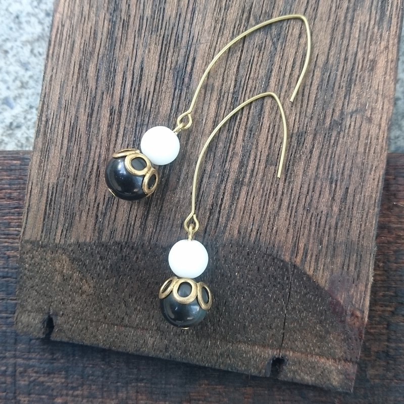 BZ 60: brass hook earrings with glass and obsidian.