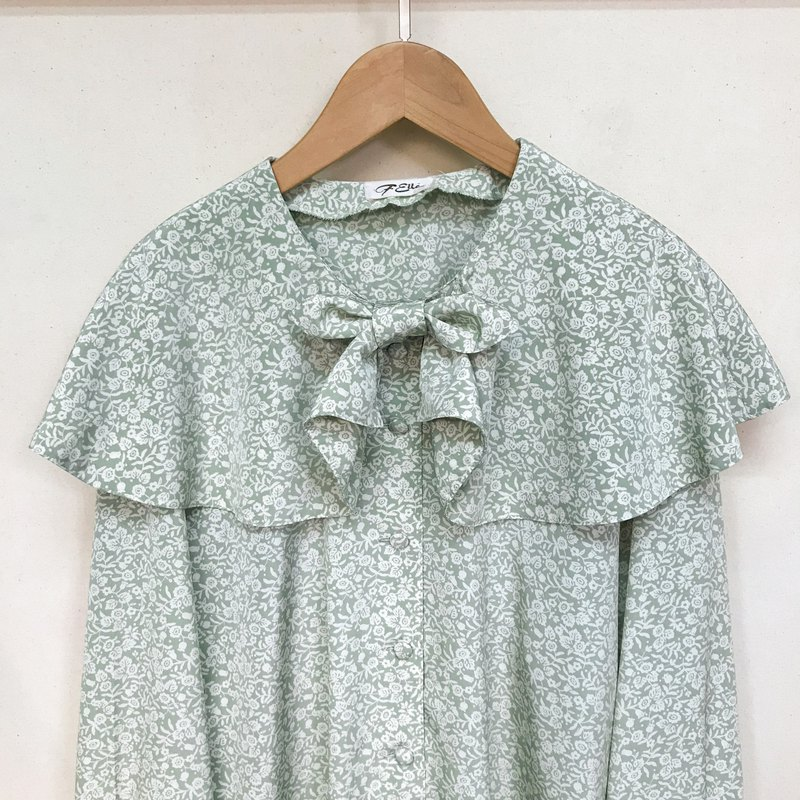 Top / Mint Green Floral Blouse