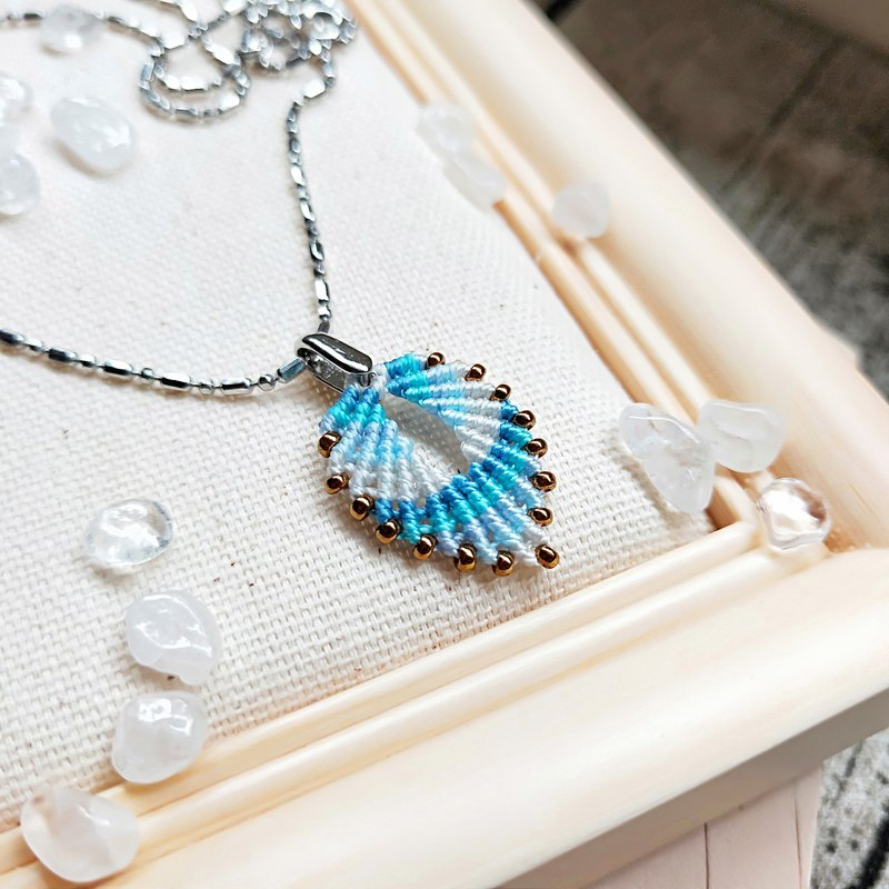 N007- hand-woven leaf necklace light blue gradient small leaves