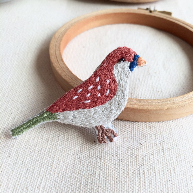 Hand-made embroidery bird retro color pin *