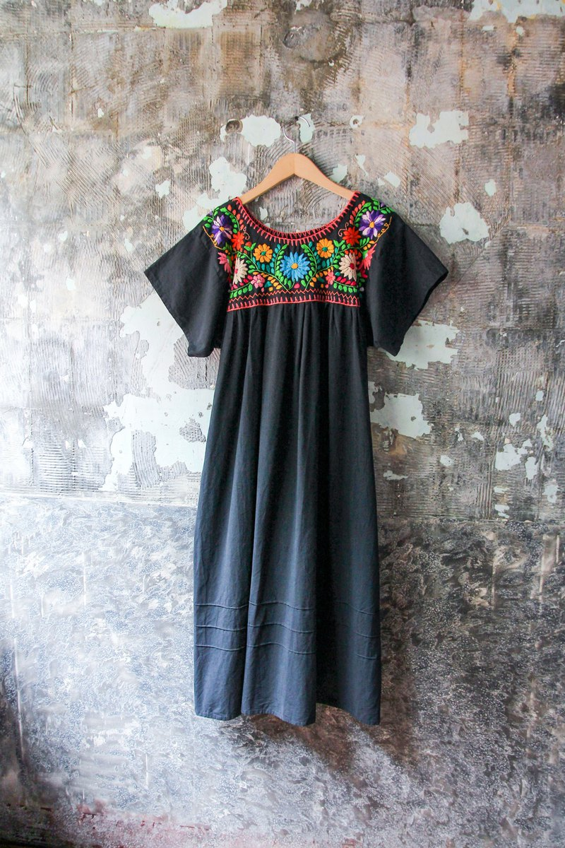 袅袅 department store -Vintage exquisite hand-embroidered black Mexican dress retro