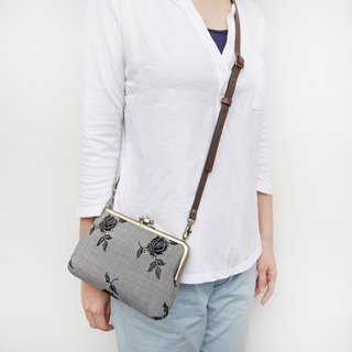 (Increase) large black rose big two shoulder bag shoulder bag / phone bag / mouth gold package [made in Taiwan]