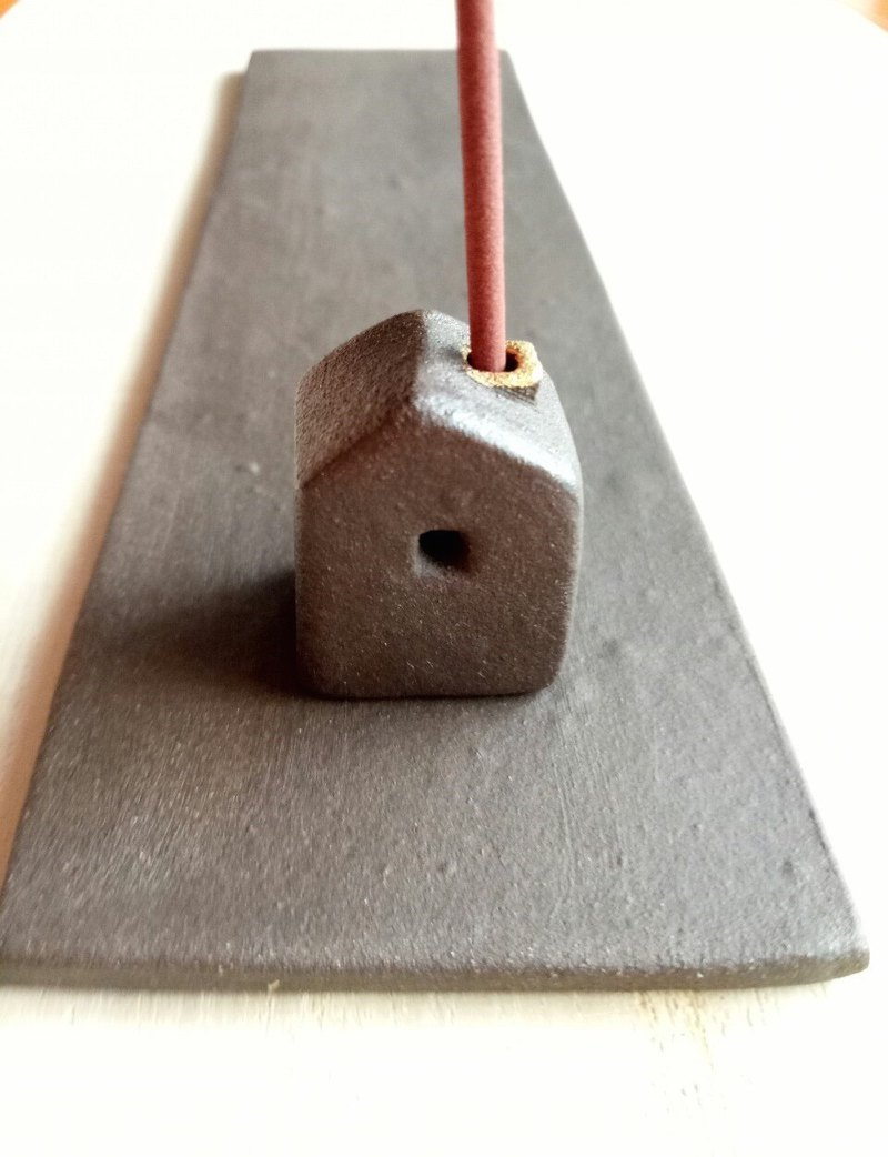 Two-way small pottery house incense stick / house plus base