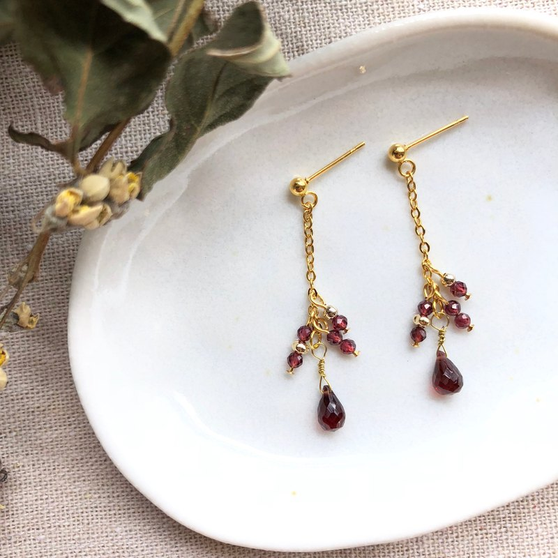 石榴石耳環 Garnet Earrings