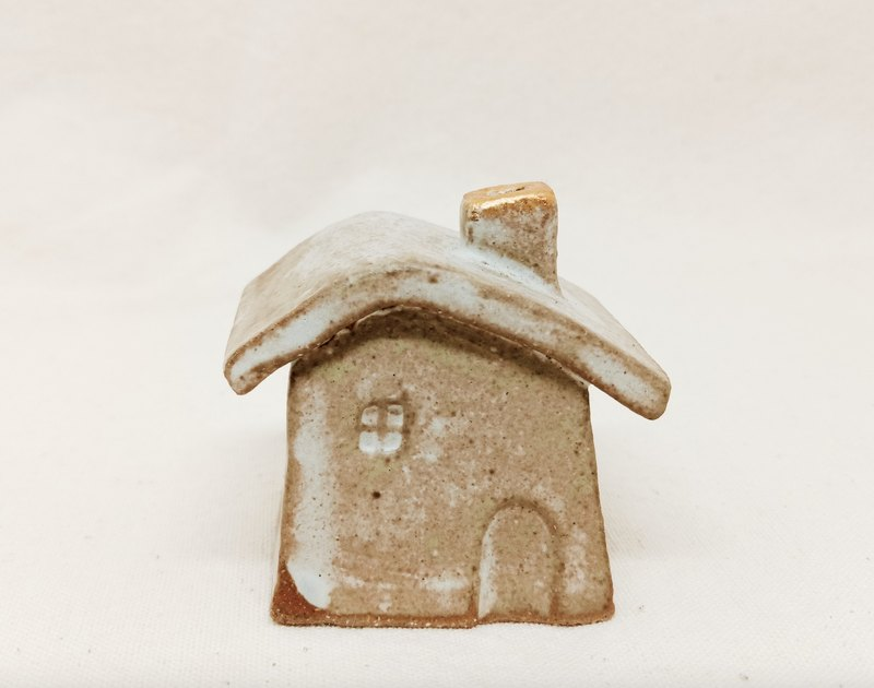 6cm gold glazed hollow small ceramic house