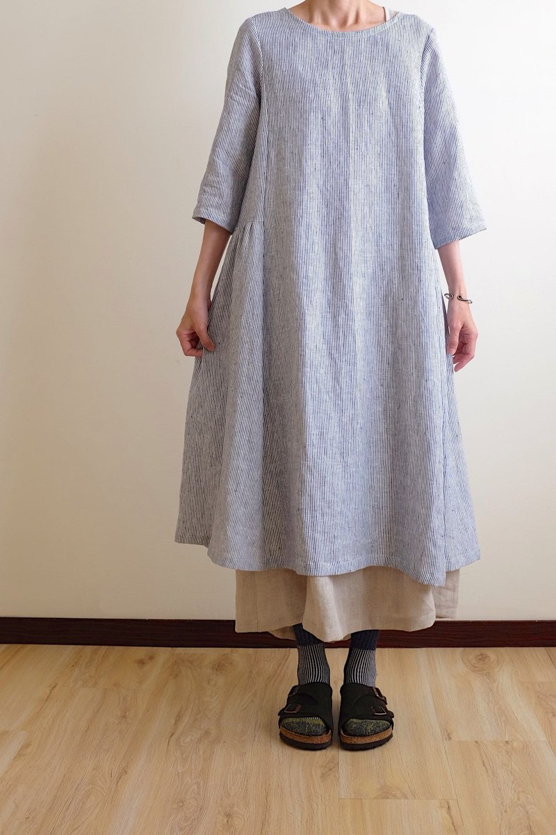Daily hand-made classic blue pinstripe air feel seven-point sleeves wide dress linen