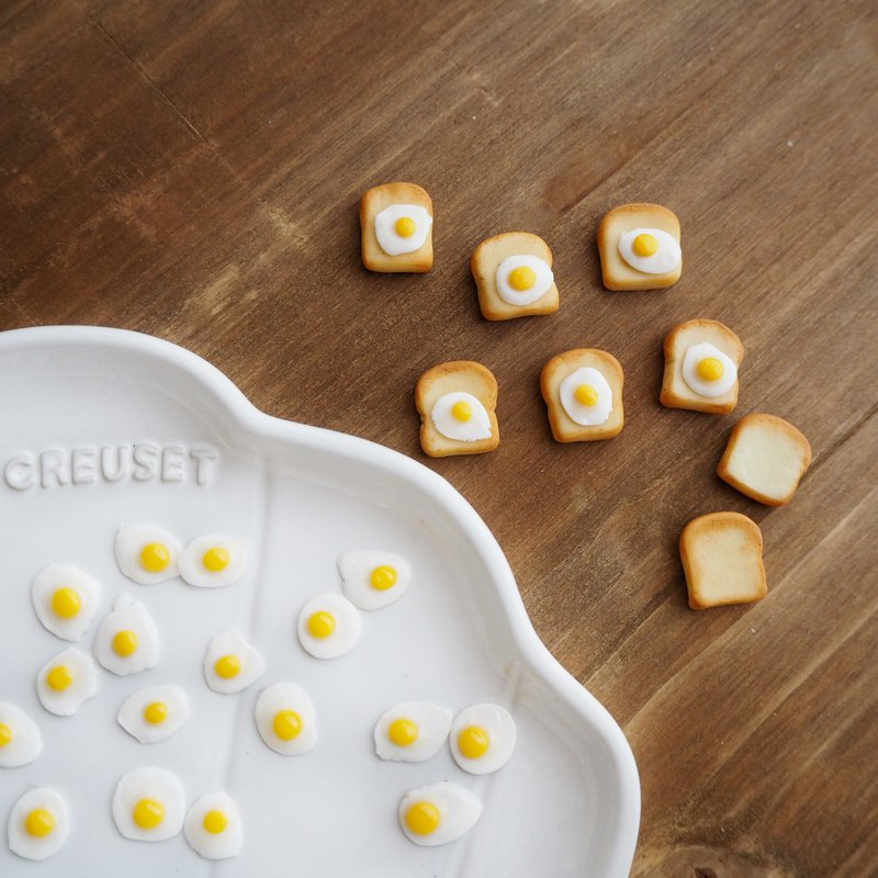 miniature Fried egg toast /earring