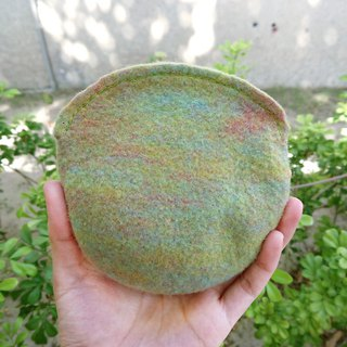 Hand-mixed wool felt metal zip round bag / clump