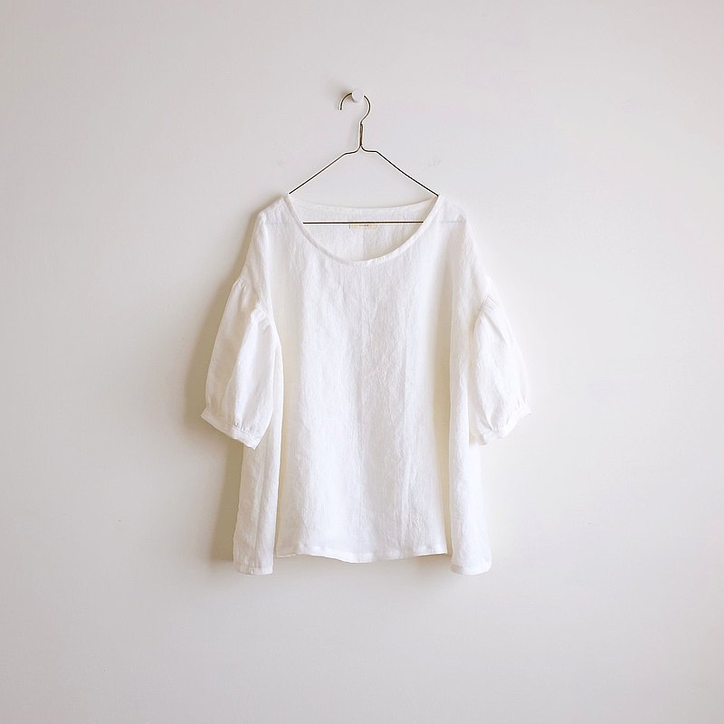 Daily hand-made clothes, clouds, white puffing sleeves, five-point sleeves wide blouse, washed linen
