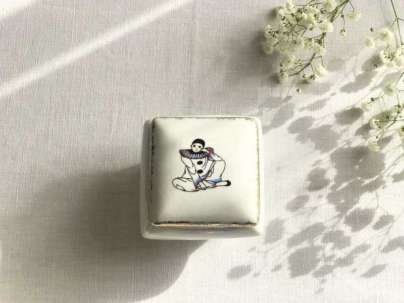 French antiquities bard white porcelain treasure box
