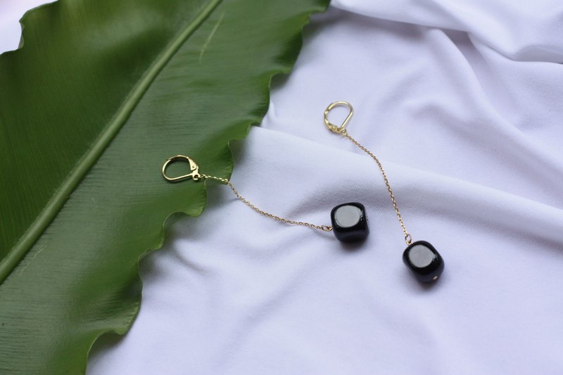 Irregular square black agate hanging earrings