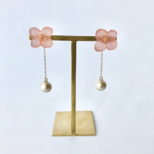 Hydrangea earrings and long pearl catch vintage pink