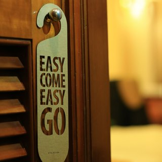 "[EyeDesign see design] a word door hanging ""EASY COME EASY GO"" D33"