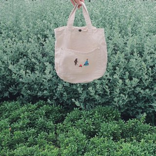 Camping with a Bear Embroidery - Canvas Crossbody Bag: Off White