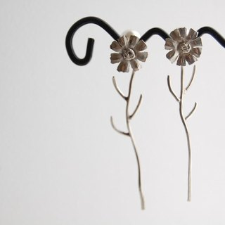 Shaking cosmos earrings [SILVER 950]