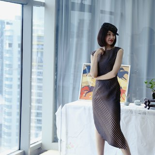 Diagonal striped silk dress with a cup of wine life Slim was thin