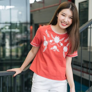 Floret embroidery top