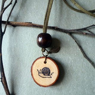 Hand-painted necklace / pendant (snail)
