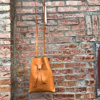 Defective bucket bag leather hand-sewn