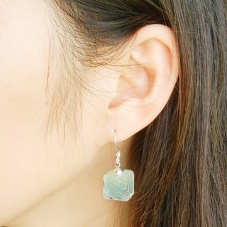 *Coucoubird*Gradually blended ice blue earrings - square