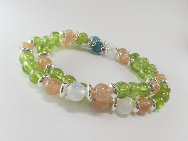 High quality natural olivine + blue phosphorine + orange moonstone + blue moonstone sterling silver bracelet (two 圏)