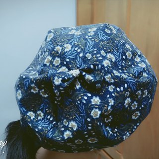 Dark blue amoeba flower pattern beret