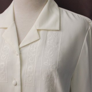 Vintage Japanese Elegant Flower Chest Embroidery V-neck White Long Sleeve Vintage Shirt Vintage Blouse