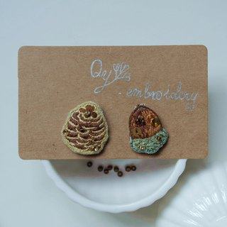 [Qy's Fruit Series] Pinecone & Acorn Embroidered Earrings Ear Studs Christmas Gifts