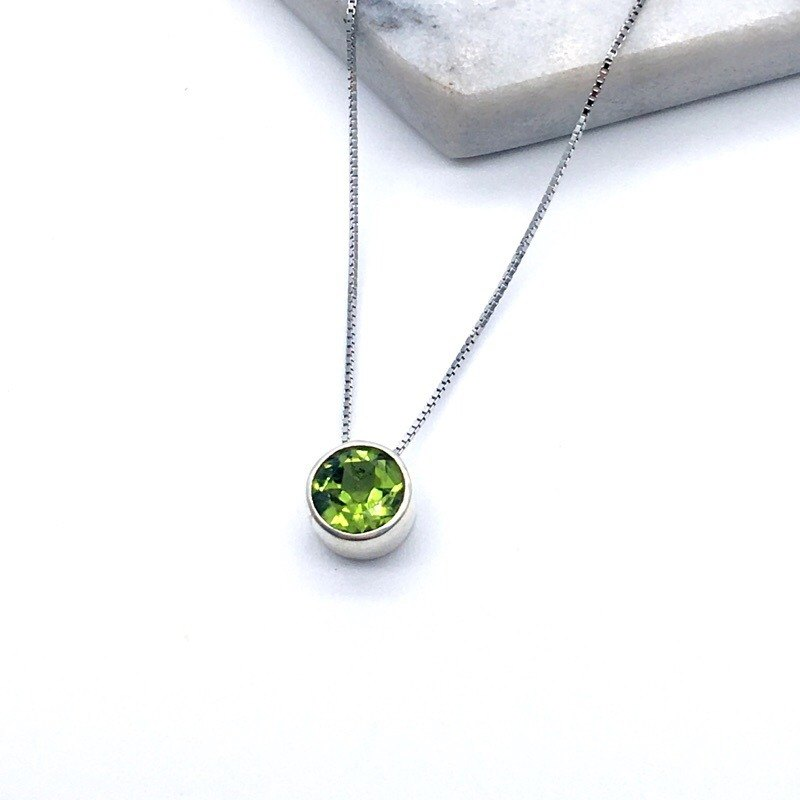Peridot simple striped clavicle sterling silver necklace in Nepal handmade mosaic