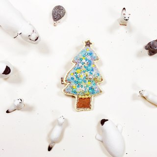 Koko Loves Dessert // I sell you youth - Merry Christmas pin brooch (pink blue tree)