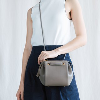 CUDDLE BAG - CUTE MINIMAL  WOMAN LEATHER BAG-DARK GREY