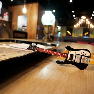 [Black bass] Rickenbacker Bass Guitar texture mini model pendant accessories custom
