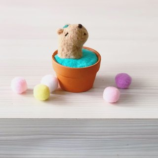 【Warm soup pottery】 wool felt animal soup pot - leaves capybara king