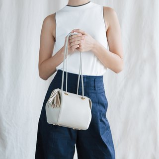 CUDDLE - MINIMAL LEATHER WOMEN SHOULDER BAG -LIGHT GREY