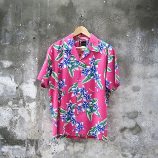 Pink flowers and leaves the ancient Hawaiian shirt