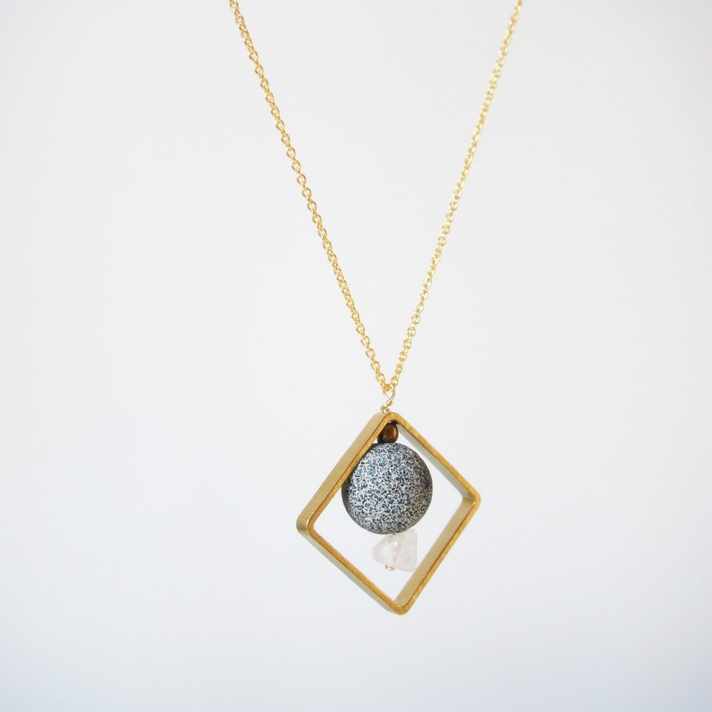 Weathering agate knot powder crystal geometric brass box gold-plated necklace (45cm / 18 inch) gift