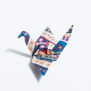 \ Heli lone / origami pins _ national wind