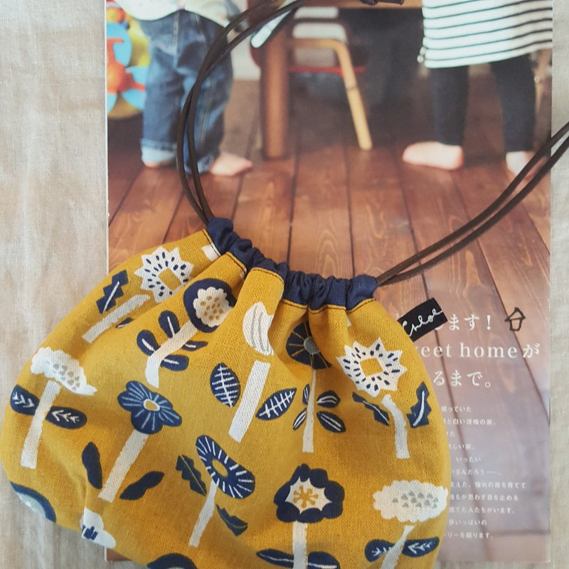 Drawstring pocket (yellow blue flower)