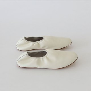 KOOW soft and minimalist handmade leather ballet shoes