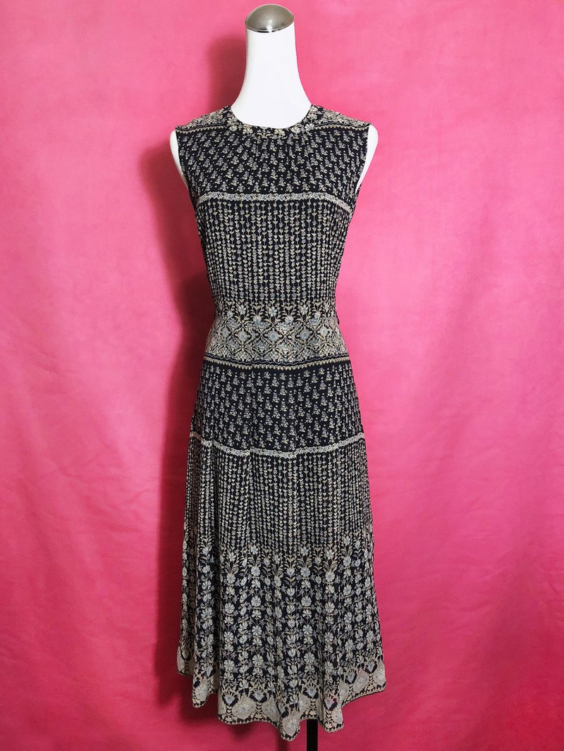 European totem textured sleeveless vintage dress / brought back to VINTAGE abroad