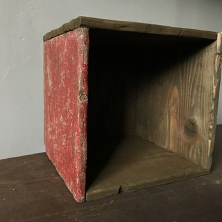 Square Box -1 side red medi-
