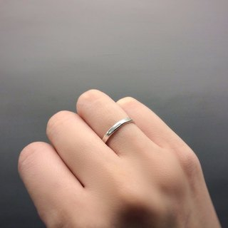 Daily department. Simple knocking silver ring