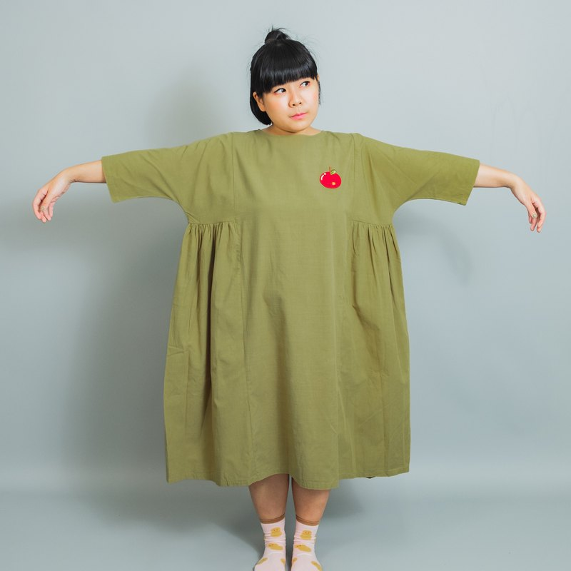 Loose cotton and linen olive green dress / embroidered apple