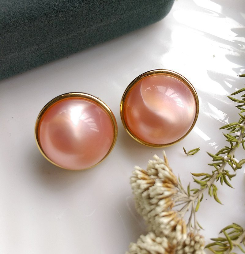 [Western antique jewelry / old age] 1970's MONET pink ball clip earrings