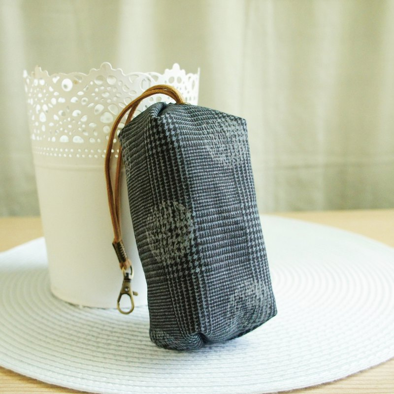 Lovely Japanese cloth [pollo dot check capsule zipper key case] put about 18 keys, dark gray