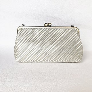 Handbag oblique striped pattern