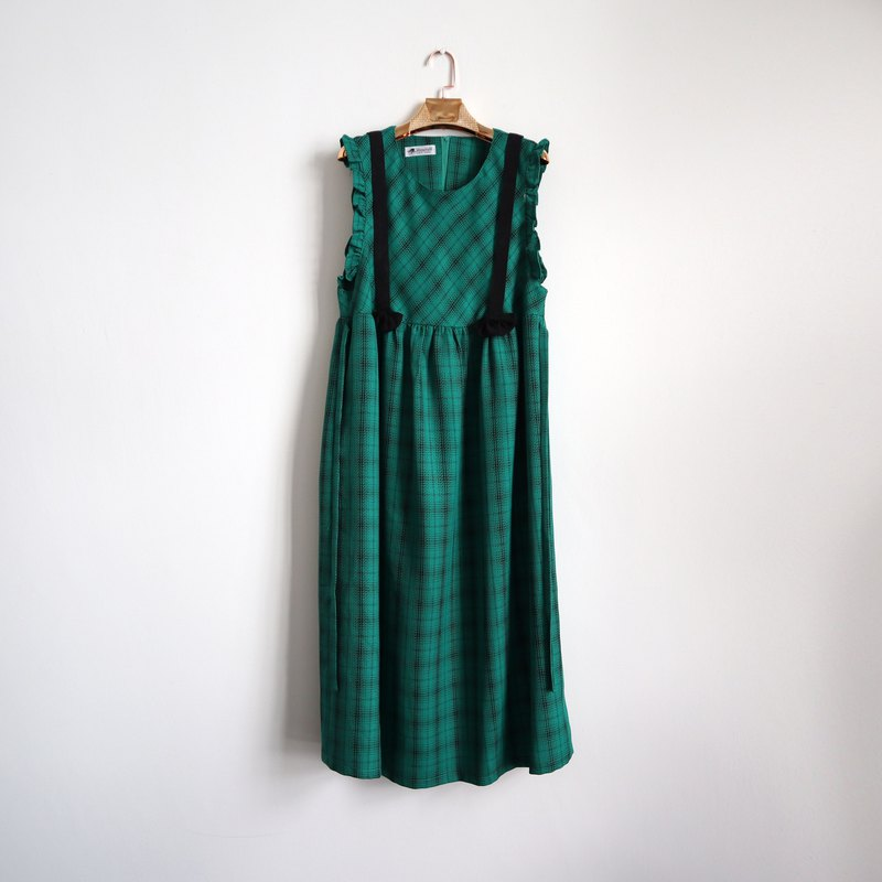 Pumpkin Vintage. Ancient green plaid thin wool sleeveless dress